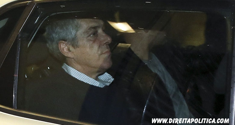 epa04500377 The former Portuguese Prime Minister Jose Socrates inside a police car leaves the Central Criminal Court (TCIC) on Justice Campus in Lisbon, Portugal, 22 November 2014. The former Socialist Prime Minister of Portugal, Jose Socrates, was arrested on 21 November as part of an investigation into tax fraud, corruption and laundering of money. Socrates is one of four people arrested in recent days, three of whom appeared before a judge on 21 November, the prosecutor said in a statement.  EPA/PAULO CARRIÇO
